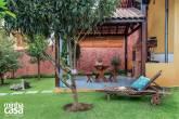 Quintal vira refúgio com árvores frutíferas, fonte e churrasqueira2